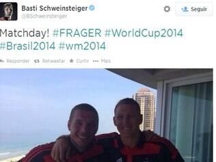 Podolski e Schweinsteiger aparecem desta vez com a camisa do Flamengo
