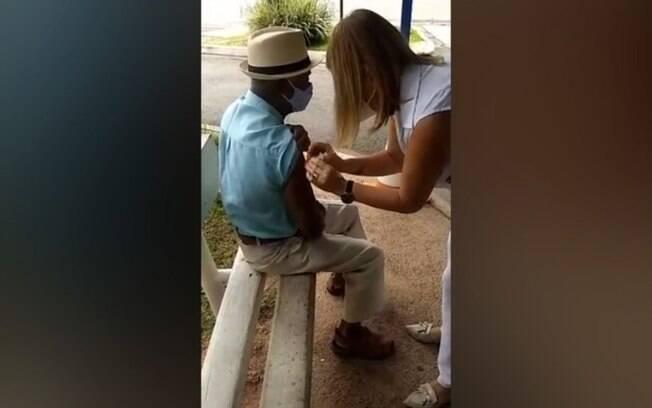 Enfermeira de Itatiba é flagrada fingindo aplicar vacina da covid