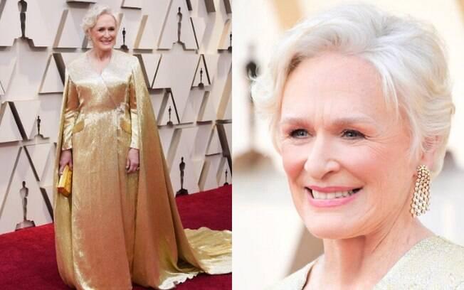 Looks das famosas: Gleen Close apostou em um vestido dourado com uma capa, o que deixou o visual bastante elegante