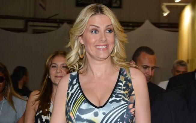 A apresentadora deixou o  Programa da Tarde , conforme o iG anunciou no  final 5013ca4bfa