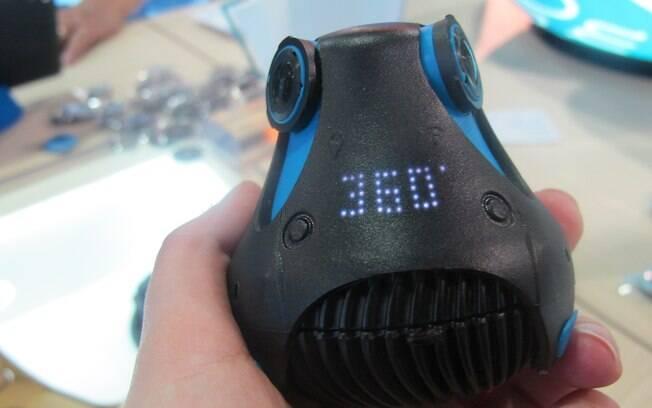 A Giroptic é uma câmera de fotos e vídeos capaz de gravar em 360 graus graças as suas três lentes que funcionam de forma simultânea. Foto: Emily Canto Nunes/iG