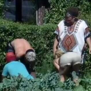Clébis ensina peões a cuidar da horta