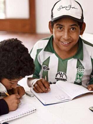 Crianças produziram cerca de 500 definições, que viraram livro de sucesso