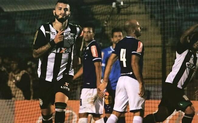 Marquinhos comemora o gol do Figueirense sobre o Cruzeiro. Foto: Reprodução/Facebook/Figueirense Futebol Clube