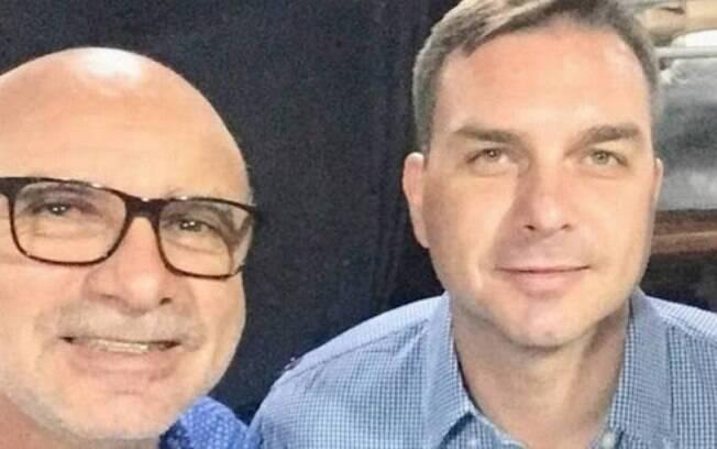Abin fez dois relatrios para livrar Flvio Bolsonaro