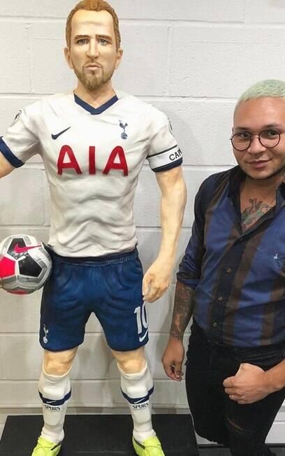 Bolo gigante do atacante Harry Kane%2C do Tottenham