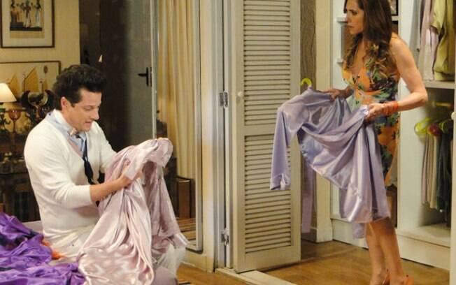 Ela fica possessa ao ver suas camisolas no armário do mordomo em
