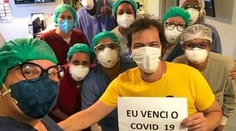 """Heitor Martinez posta foto com equipe médica: """"Nós vencemos a Covid"""""""