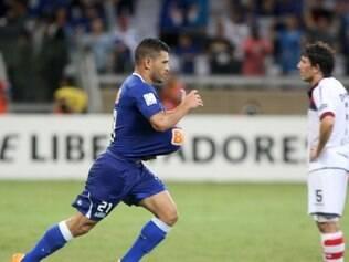 Cruzeiro pode contratar Samudio em definitivo nos próximos três dias
