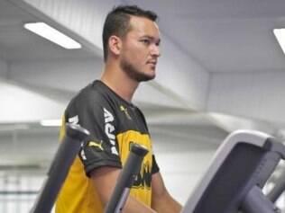 Ex-capitão atleticano Réver voltará a atuar depois de quatro meses longe dos gramados