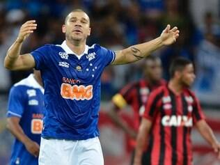 Com sete gols, Nilton é o vice-artilheiro do Cruzeiro no Campeonato Brasileiro