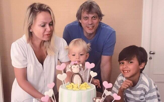 Eliana e Adriano Ricco celebram o aniversário de dois anos da caçula