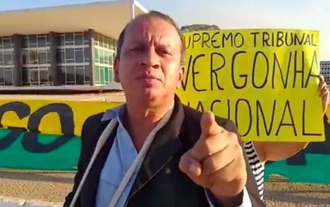 Renan Silva Sena agrediu enfermeiras durante manifestação, em maio.