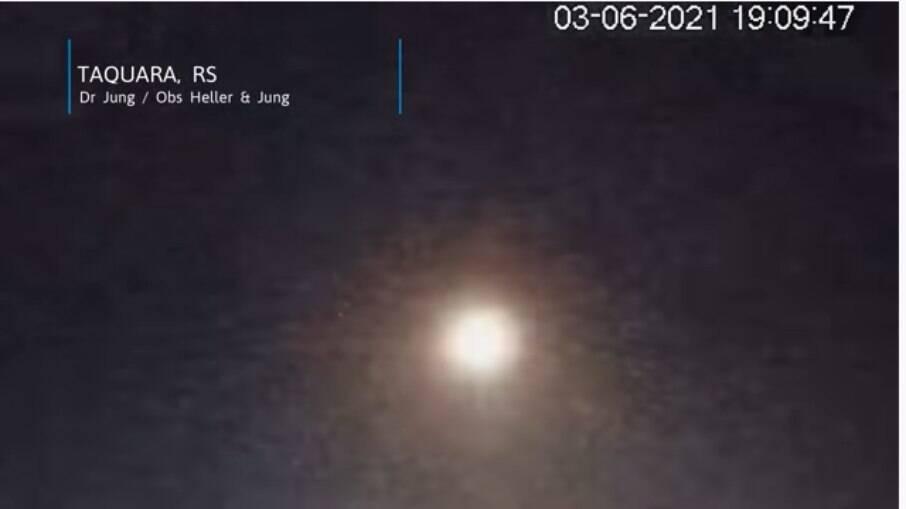 Meteoro do tamanho de uma bola de basquete pode ser visto no céu do Rio Grande do Sul