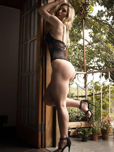 Assistente de palco do Datena esbanjou sensualidade em ensaio de lingerie