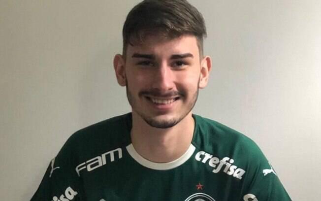 Jogador com a camisa do Palmeiras