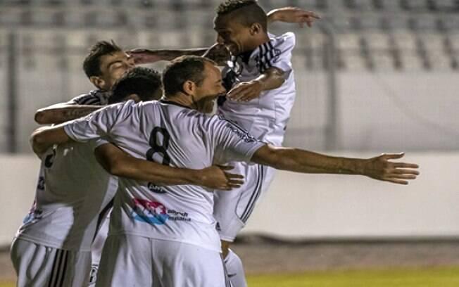 Jogadores da Ponte Preta comemoram o golaço de Renato Cajá contra a Chapecoense. Foto: Reprodução/Facebook/Ponte Preta