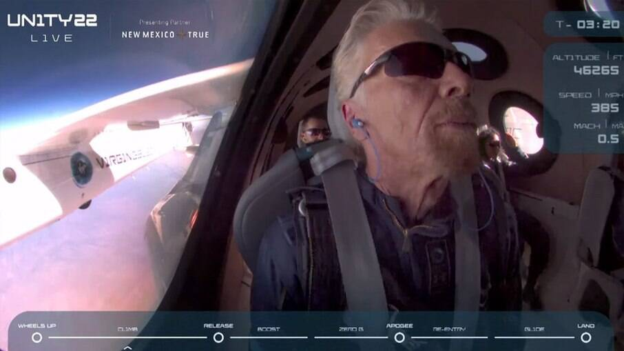 Richard Branson em voo da Virgin Galactic
