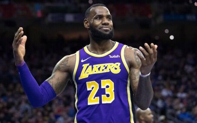Apesar dos recordes, astro não conseguiu evitar mais uma derrota dos Lakers na temporada regular