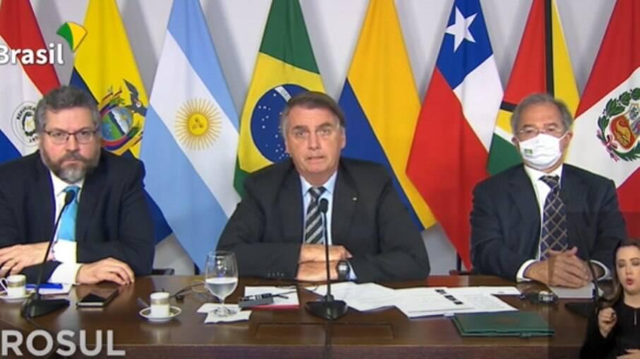 Bolsonaro discursa em reunião do PROSUL ao lado de Guedes e Ernesto Araújo
