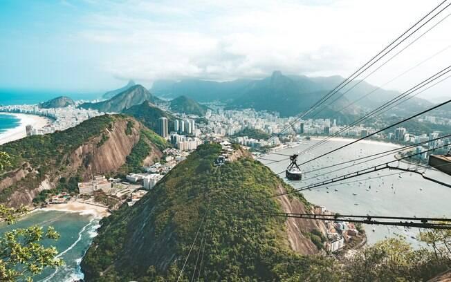 O Rio de Janeiro tem belíssimas paisagens naturais, começando pelo Pão de Açúcar que pode ser visitado em 12 de outubro
