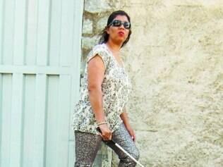 Cegos enfrentam dificuldades com calçadas malconservadas