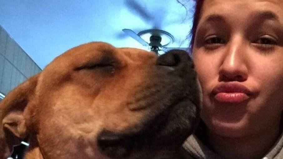 Aisha Nieves reencontrou cão Kovu perdido há dois anos