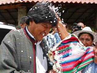 A supporter of Bolivia's President Evo Morales greets him with confetti Paracti, Bolivia, Saturday, Oct. 11, 2014. Morales seems certain to win an unprecedented third term in Sunday's presidential elections. (AP Photo/Juan Karita)