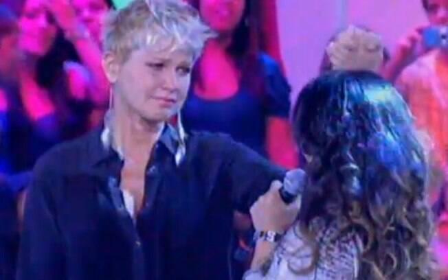 A apresentadora também já chorou na TV. Após ouvir Aline Barros cantar 'Ressuscita-me', Xuxa não aguentou...