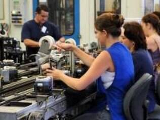 O Índice de Confiança do Empresário Industrial acumula queda de 12,2 pontos nos últimos doze meses