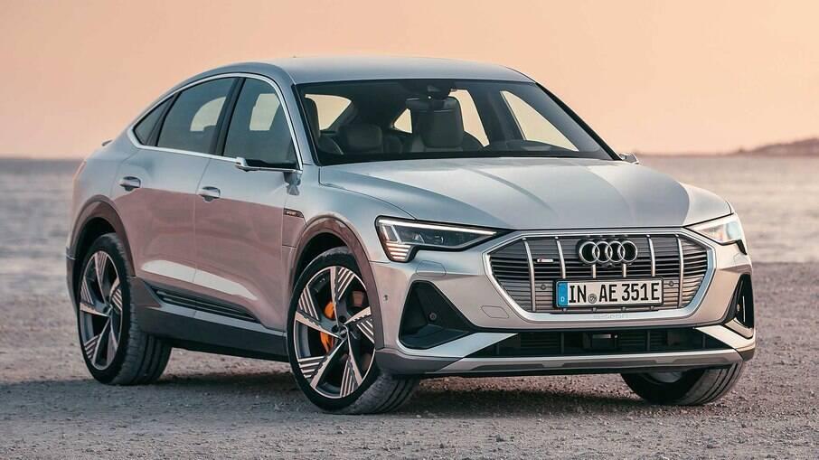 Audi e-tron Sportback foi destaque entre os carros elétricos premium lançados em 2020, mas custa R$ 551.990