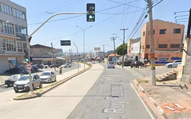 Motorista fura sinal vermelho e atropela três pessoas em Campinas