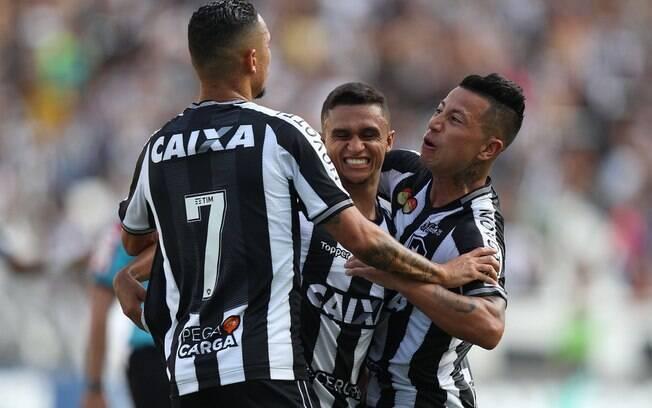 Comemoração do gol do Botafogo neste domingo, no Estádio Nilton Santos