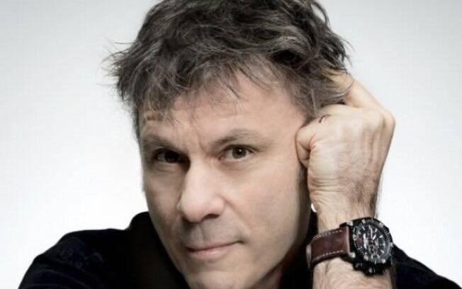 Bruce Dickinson, vocalista do Iron Maiden, vem ao Brasil falar de negócios com autobiografia lançada