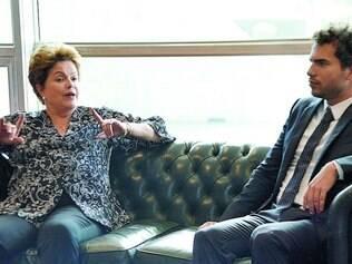 Depois do café. Dilma conversa com o matemático Artur Ávila, ganhador da Medalha Fields