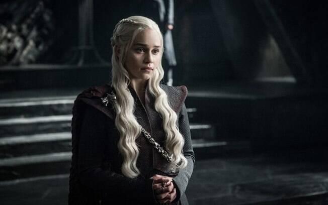Emilia Clarke comentou sobre possível ascensão de personagem em Game Of Thrones, que estreia em julho