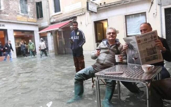 Veneza, na Itália, registra nova maré alta