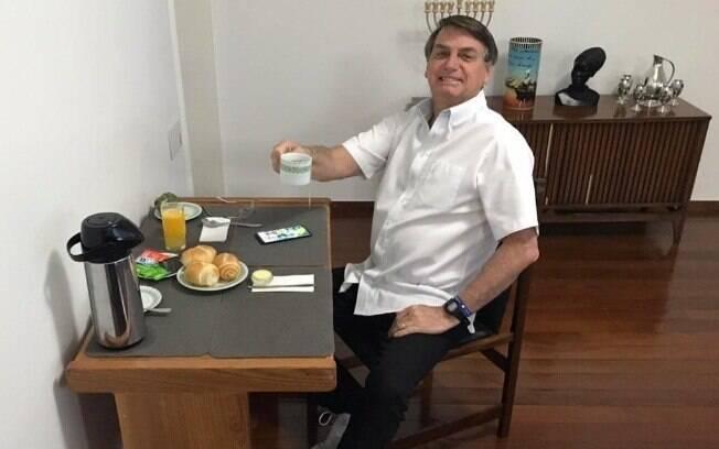 Presidente Jair Bolsonaro disse ter contraído a Covid-19 e se curado após tratamento com cloroquina, que não é indicada pela OMS
