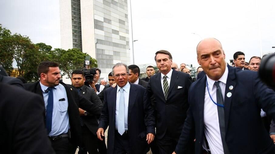 Bolsonaro pede que Guedes desbloqueie Orçamento de todos os ministérios