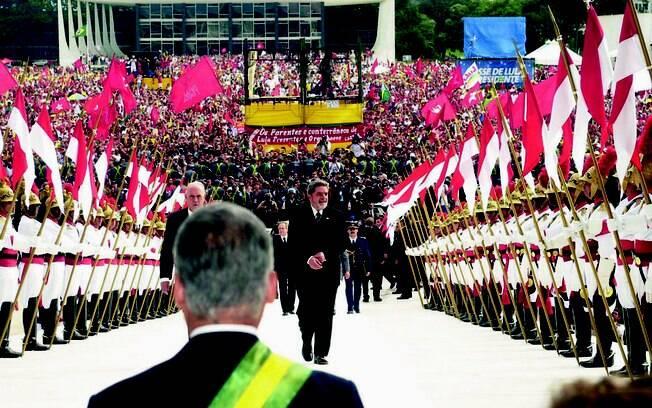 Início do primeiro mandato de Lula foi marcado por grande presença de militância em Brasília