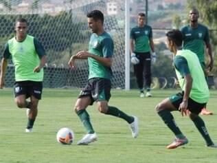 Leandro Guerreiro chegou a participar do coletivo antes do clássico contra o Atlético