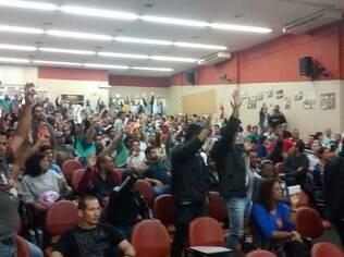 Em assembleia, trabalhadores decidiram paralisar atividades a partir de 7 de maio