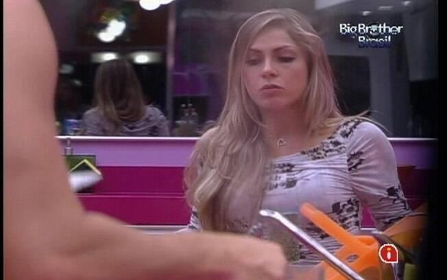 Renata especula com Ronaldo a respeito de Jonas