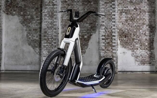 Eis um dos patinetes elétricos criados por marcas de automóveis: o VW Streetmate. Repare no suporte para o celular