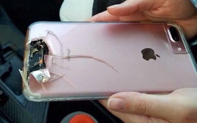 Durante o tiroteio que vitimou mais de 50 pessoas em Las Vegas, uma mulher foi salva por seu celular