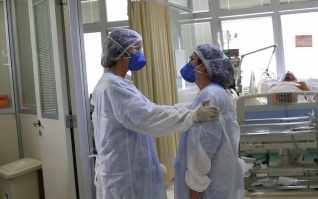 Coronavírus: Chefes de UTIs ligam 'kit Covid' a maior risco de morte no Brasil
