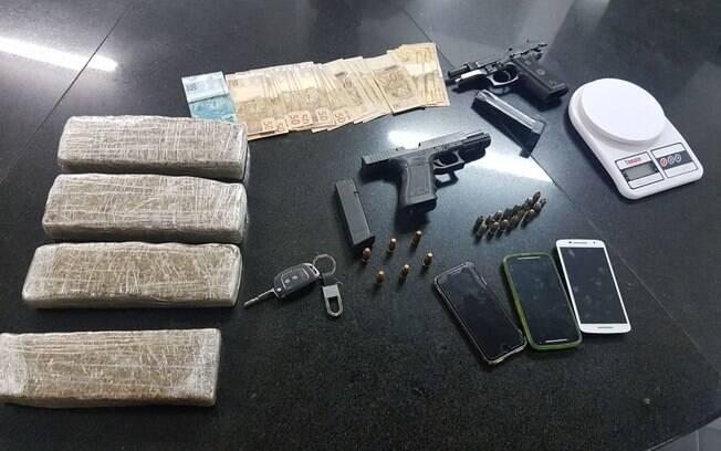 Armas e drogas apreendidas pelos Policiais da ROTA