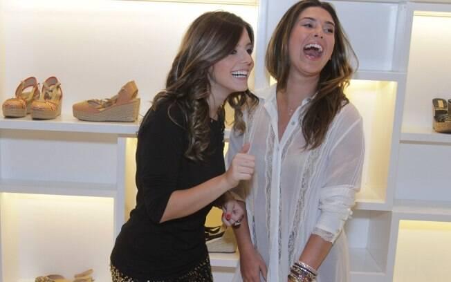Giovanna Lancellotti e Fernanda Paes Leme: encontro animado