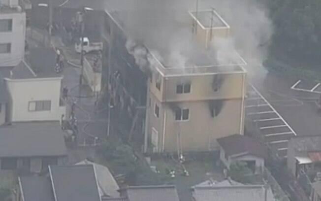 Imagens de redes de TV japonesas mostraram o estrago no local após o incêndio