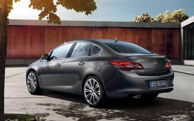 Opel Astra: equivale ao Cruze. Mas o modelo da marca alemã, agora do Grupo PSA, tem linhas mais arrojadas